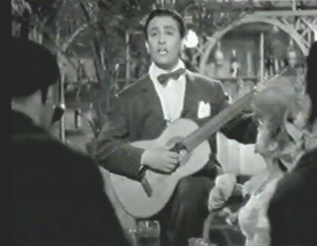 Hugo del Carril tocando la guitarra