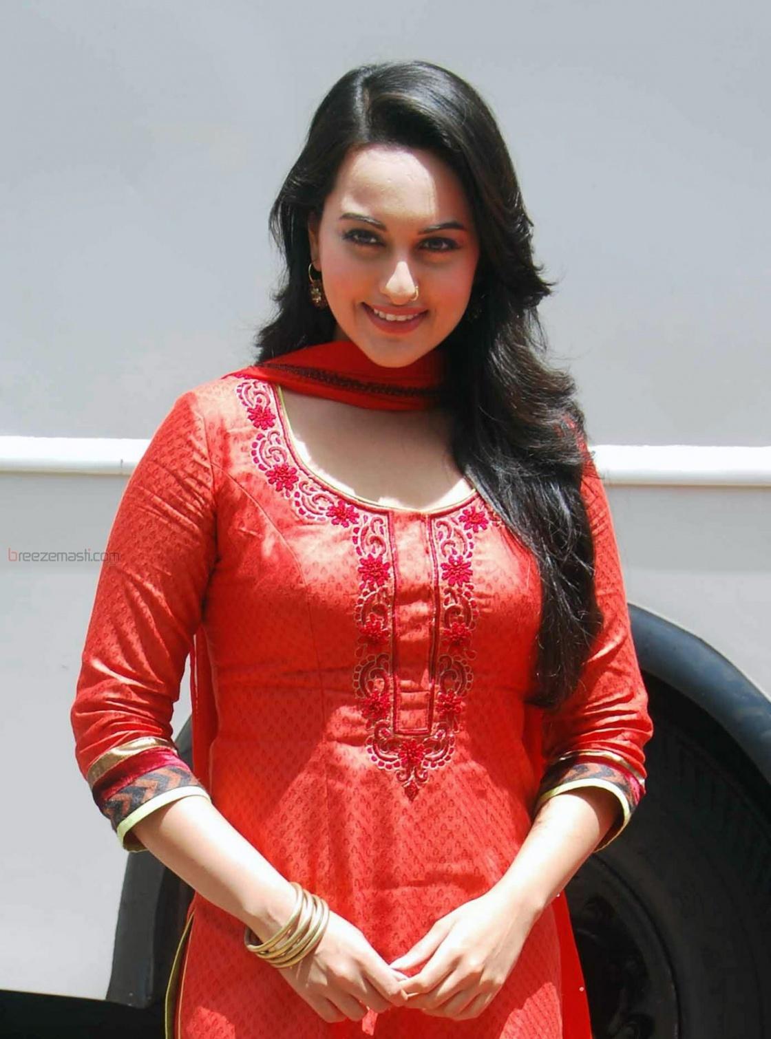 actress Sonakshi Sinha ,Sonakshi Sinha without makeup,Sonakshi Sinha