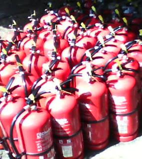 Isi ulang alat tabung pemadam api ringan (apar)