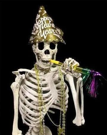 http://3.bp.blogspot.com/-WYlXL4qhZXY/UqE9eHBkcHI/AAAAAAAAALs/cKJ3jnGCdHY/s1600/new-year-funny-skeleton.jpg