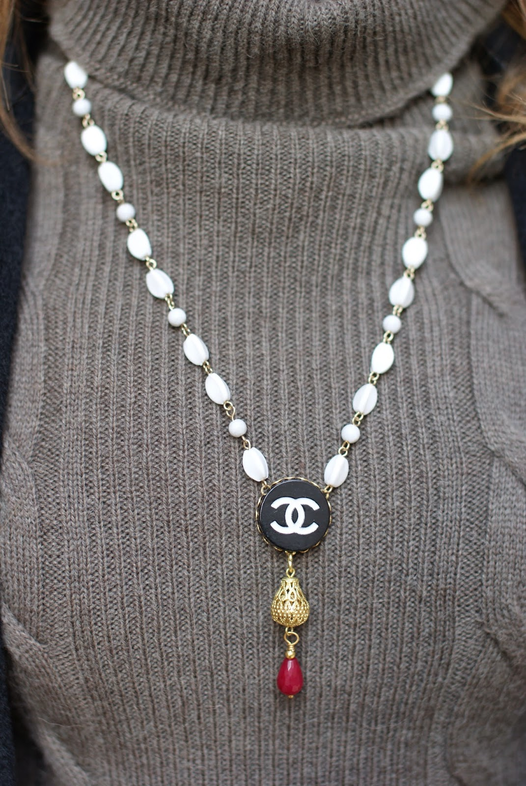 Theatrebijoux necklace, Chanel vintage button necklace, Fashion and Cookies, fashion blogger