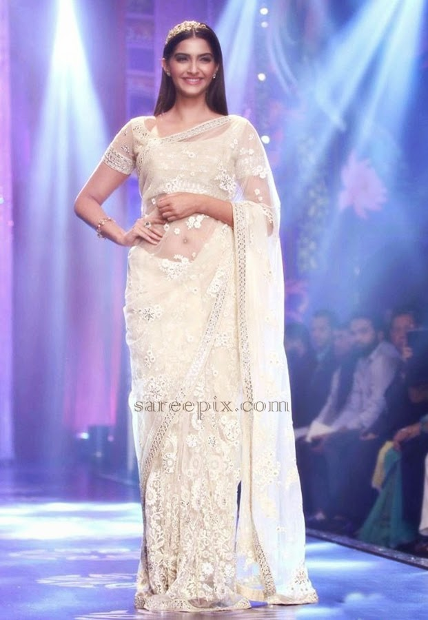 Sonam-kapoor-sheer-saree-IIJW-2014-grand-finale