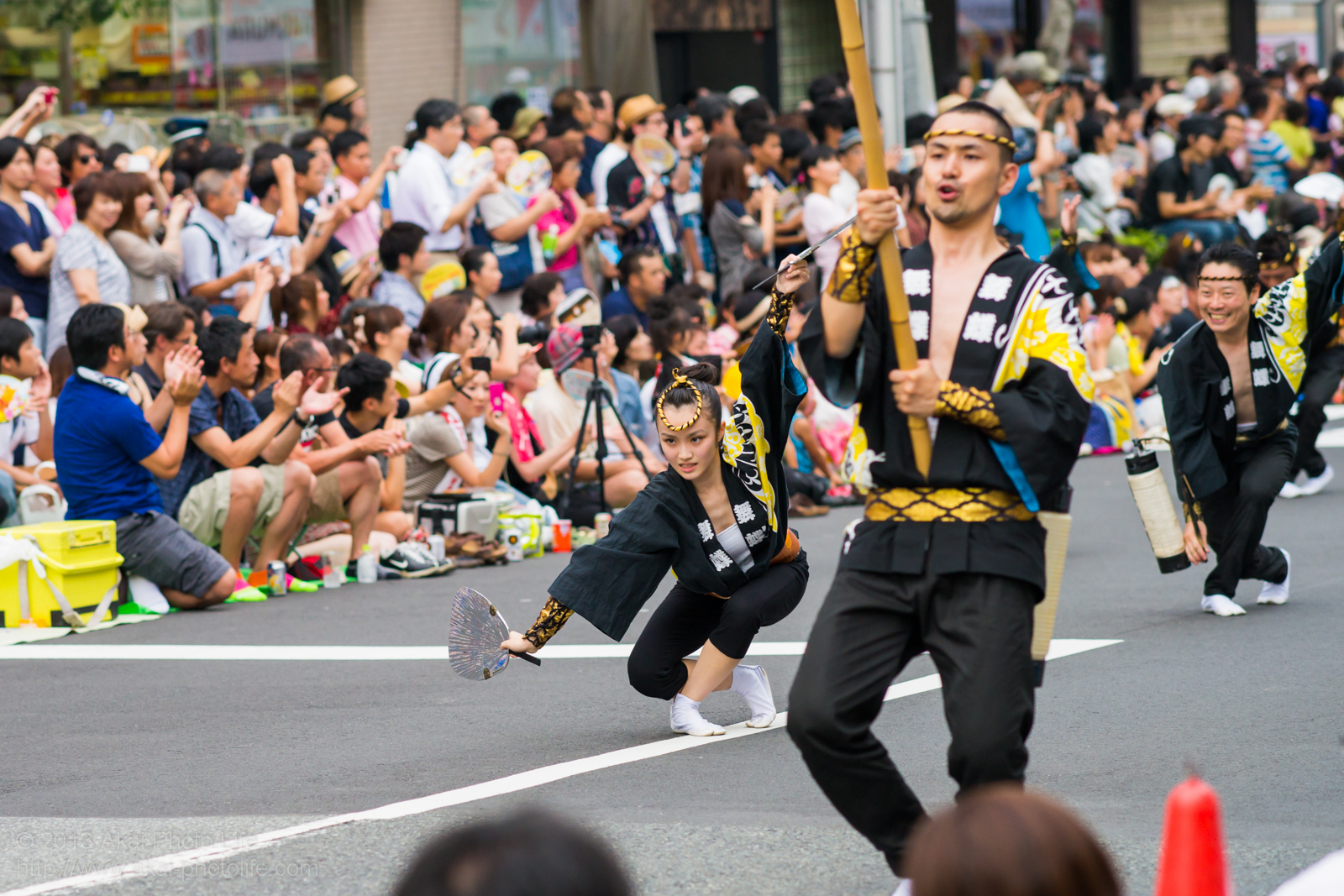 高円寺阿波踊り 舞蝶連の女性による男踊り うちわ