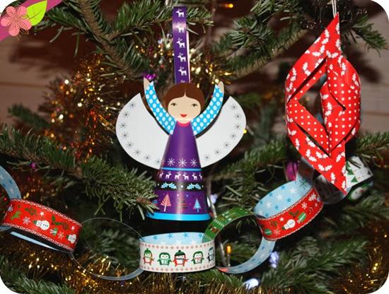 Décorations de Noël à couper, à plier et à coller aux éditions Usborne