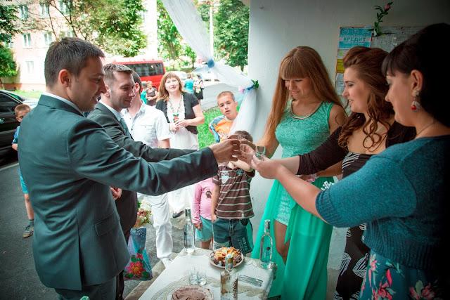 Торгуються за наречену на українському весіллі