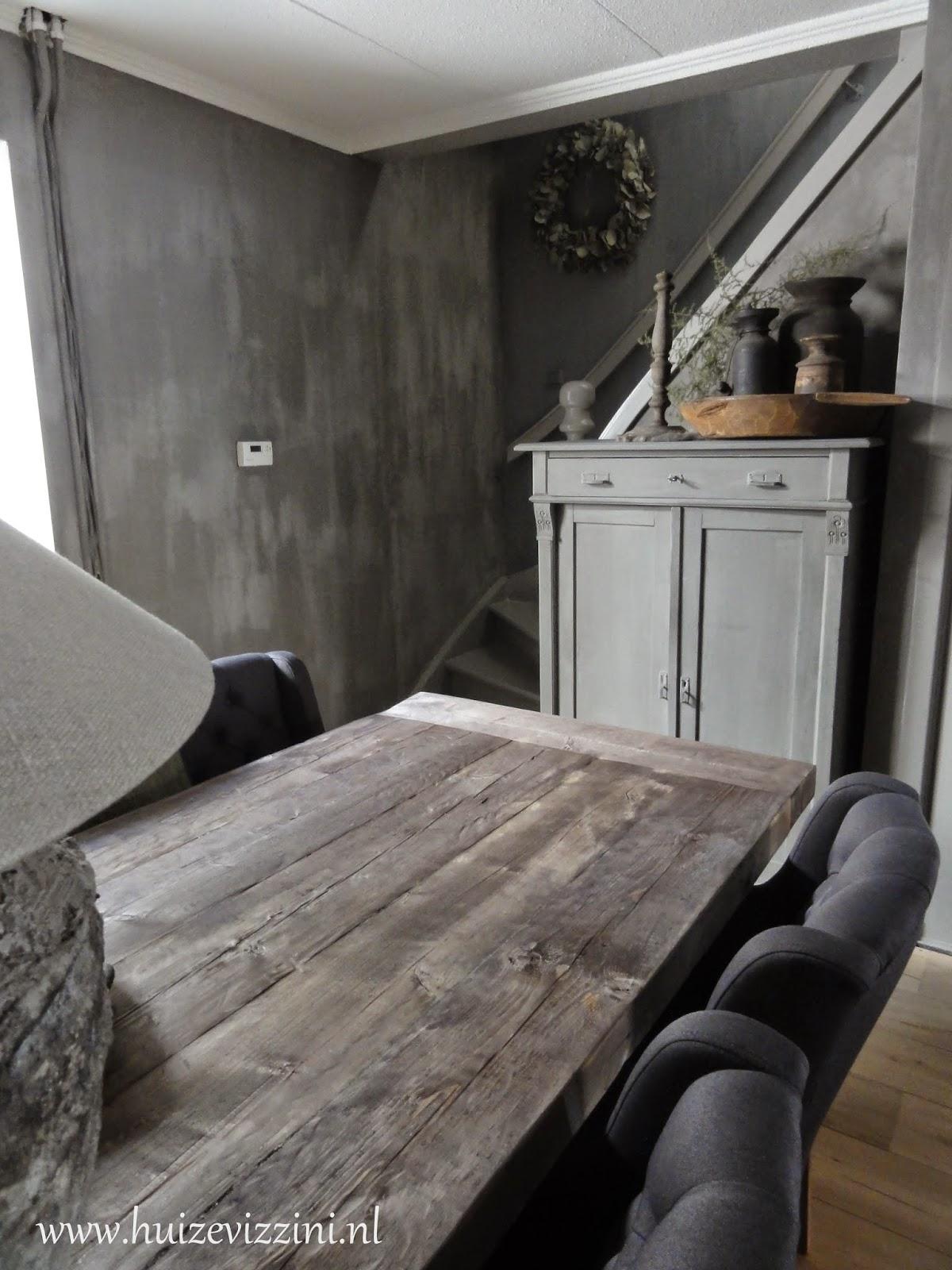 Nieuwe tafel - Schilderen muur trap ...