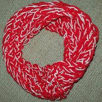 cuello rojo con perlé blanco para combinar con el uniforme colegial