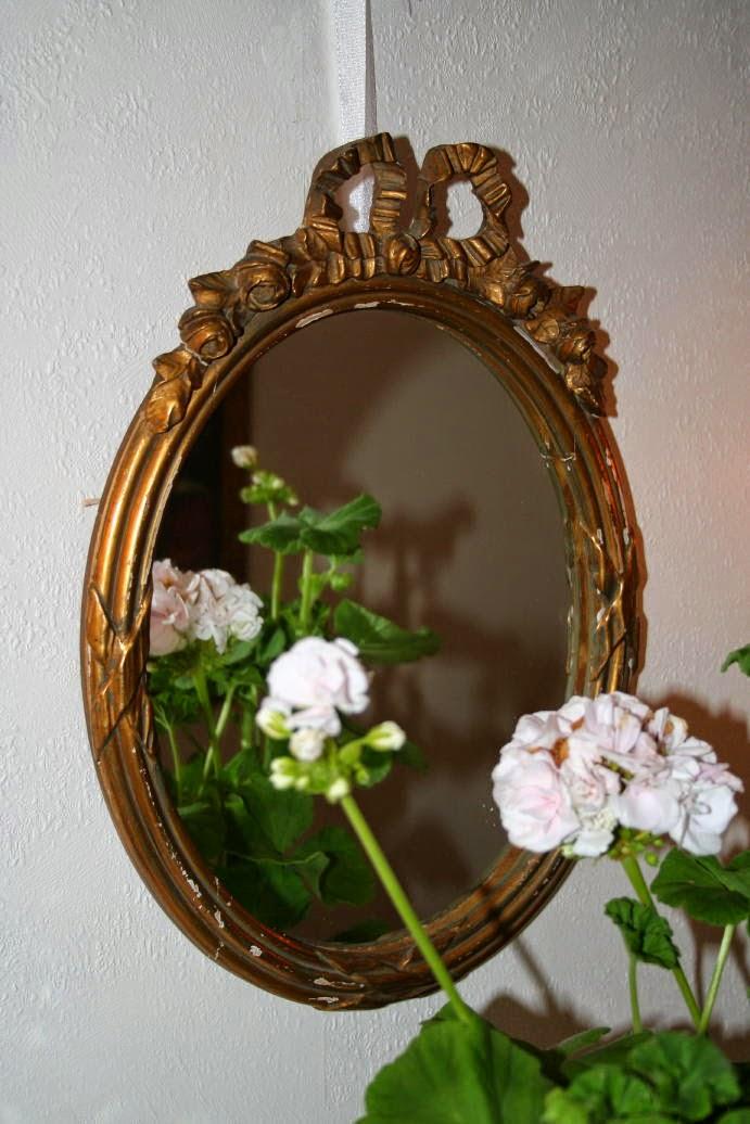 Vacker gammal spegel!