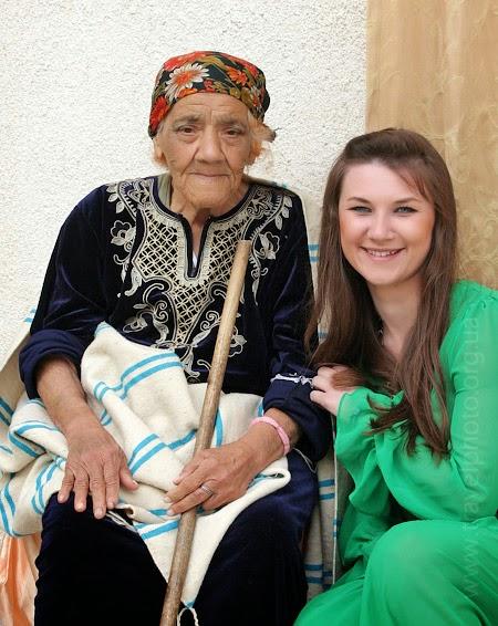 Женщина в национальной одежде Тунис