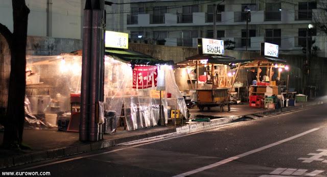 Calle de yatai ambulantes en el barrio Nagahma de Fukuoka