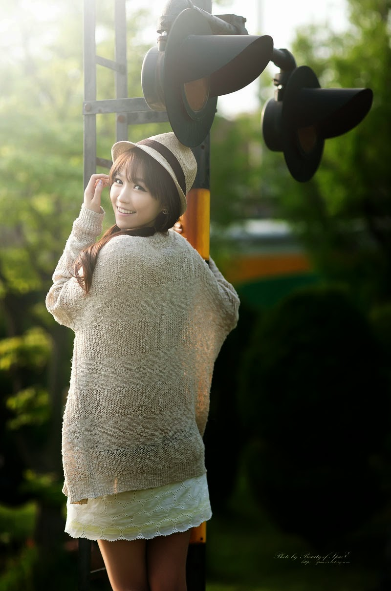 3 Lee Eun Hye - Tasteful On The Track & Trestle - very cute asian girl-girlcute4u.blogspot.com