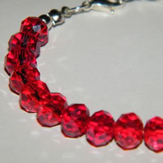Bratara din cristale de sticla rosii
