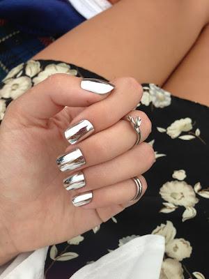 Manicure con papel de aluminio