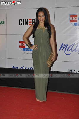 Gorgeous Amrita Rao & Sonakshi Sinha at Mausam Movie Premiere