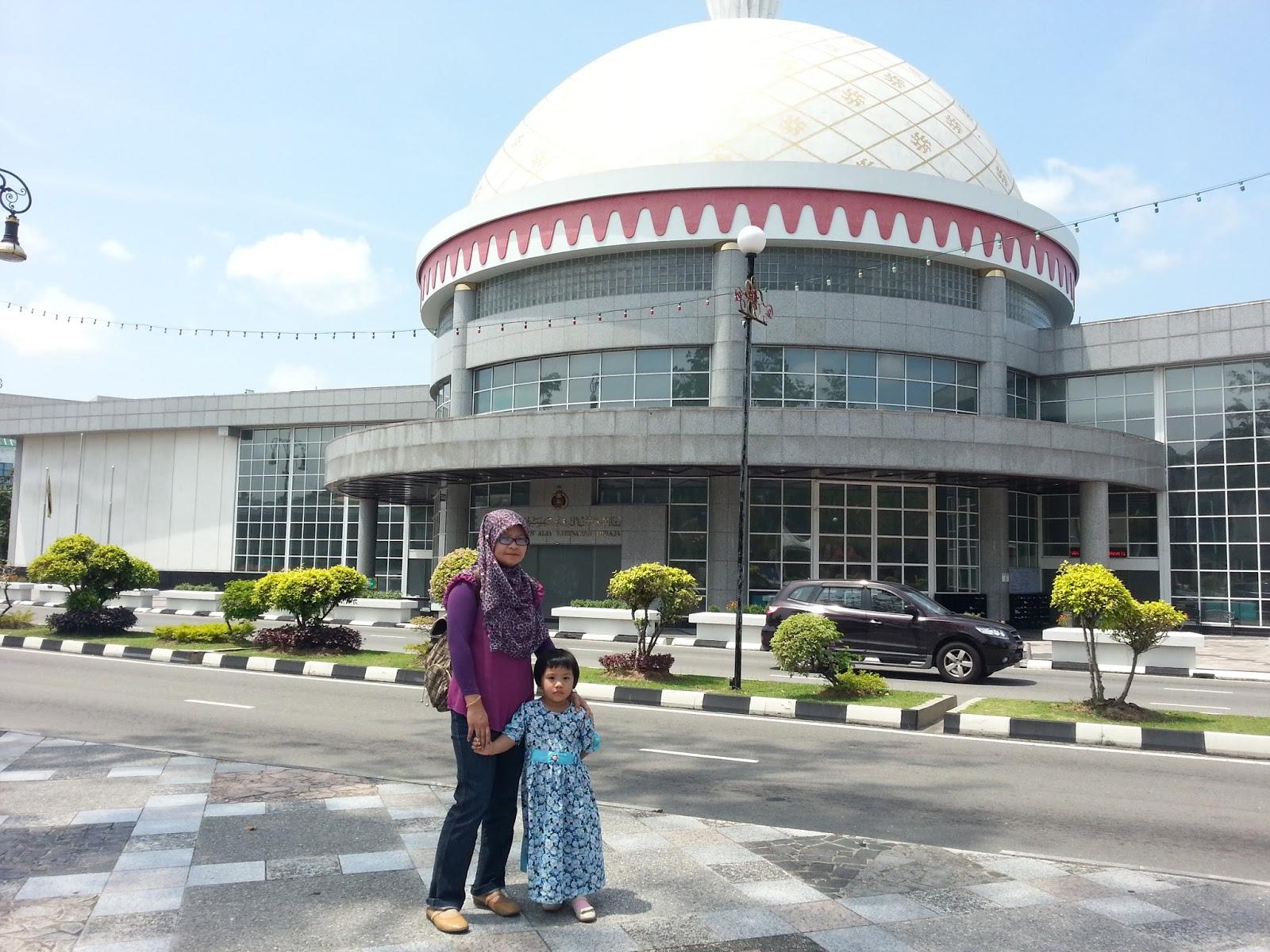 http://www.khairunnisahamdan.com/2015/03/trip-to-brunei-darussalam-galeri-diraja.html
