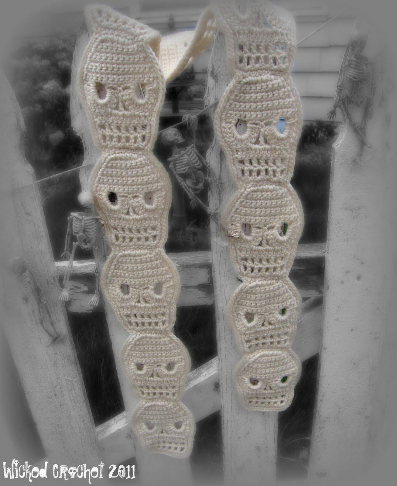 Crochet Pattern Skull Scarf : Wicked Crochet: Cute Crochet Skull Scarf Pattern
