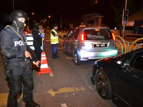 Polis Pantau Gengster 04 08 Sekatan Jalan Raya