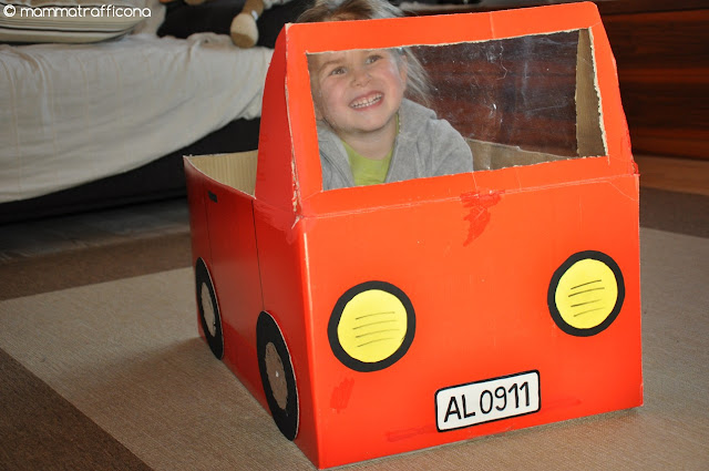 furgoncino di cartone
