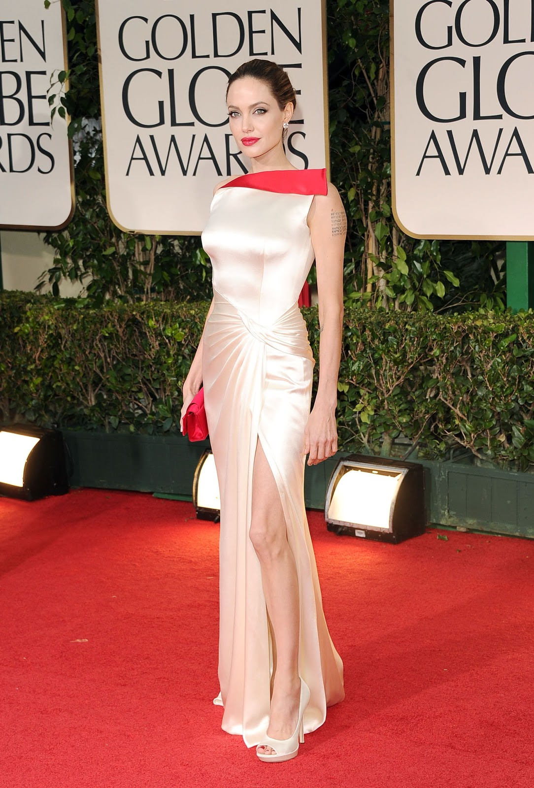 http://3.bp.blogspot.com/-Wa2fjLKRlPo/TxSnQ6oYdDI/AAAAAAAAADs/PsSMsf8I7z8/s1600/angelina_jolie_angelina_jolie_69th_annual_golden_globe_awards_in_beverly_hills_15_january_2012__ODPovsl.jpg