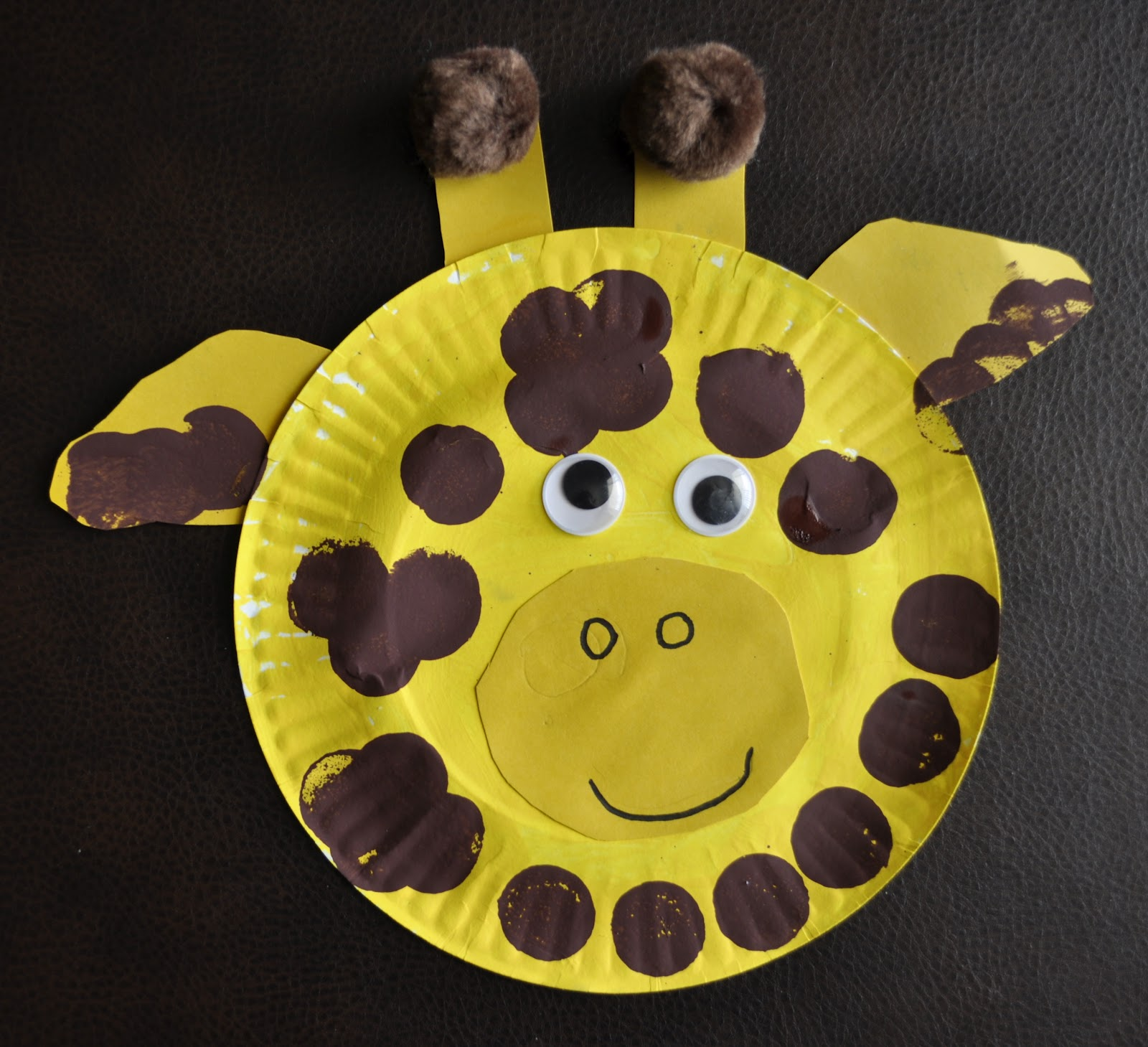 Paper Plate Giraffe | I Heart Crafty Things