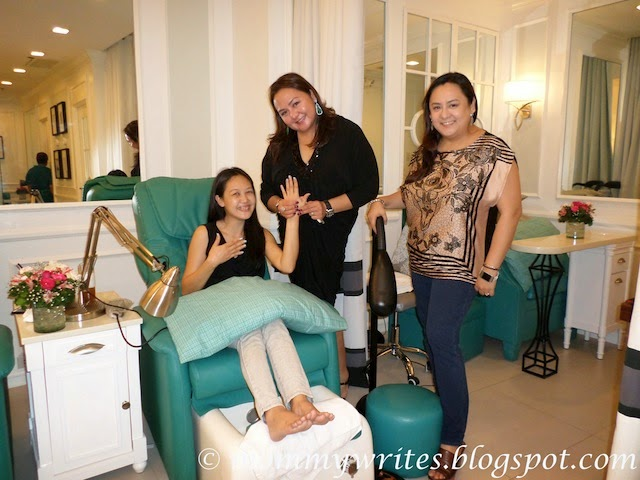 Have the best signature hand and food spa with manicure for 4 sisters nail salon