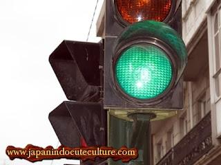 Persamaan Orang Jepang dan Madura Lampu Hijau Jadi Biru