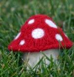 http://translate.google.es/translate?hl=es&sl=en&tl=es&u=http%3A%2F%2Fweb.archive.org%2Fweb%2F20130430055704%2Fhttp%3A%2F%2Fkathrynivy.com%2Fpatterns%2Ffree%2Fmyriad-mushrooms%2F