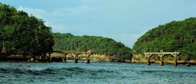 reruntuhan jembatan