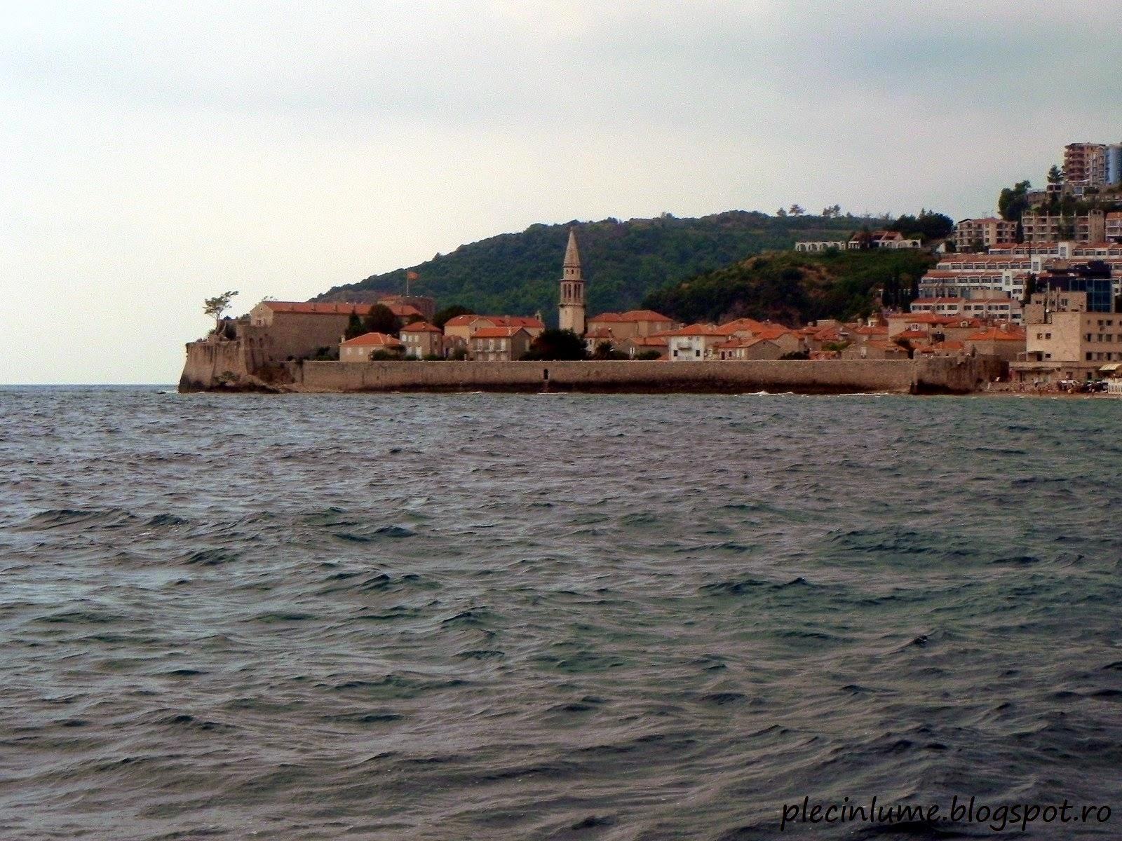 Cetatea Budva vazuta de pe mare