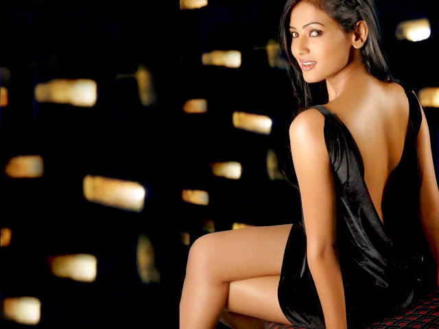 sonal chauhan hot pictures