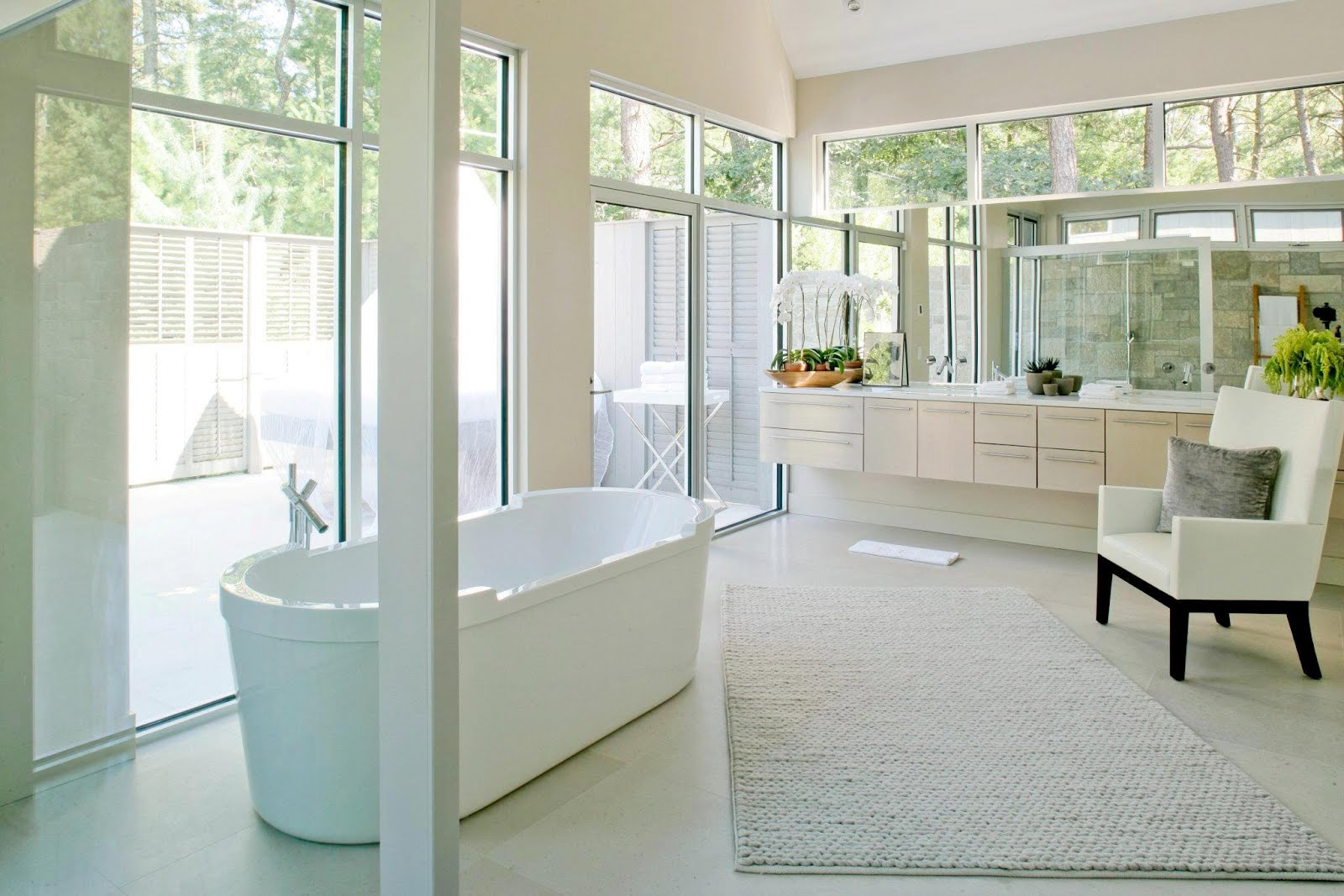 See this house white on white in a modern hamptons for Master bathroom modern