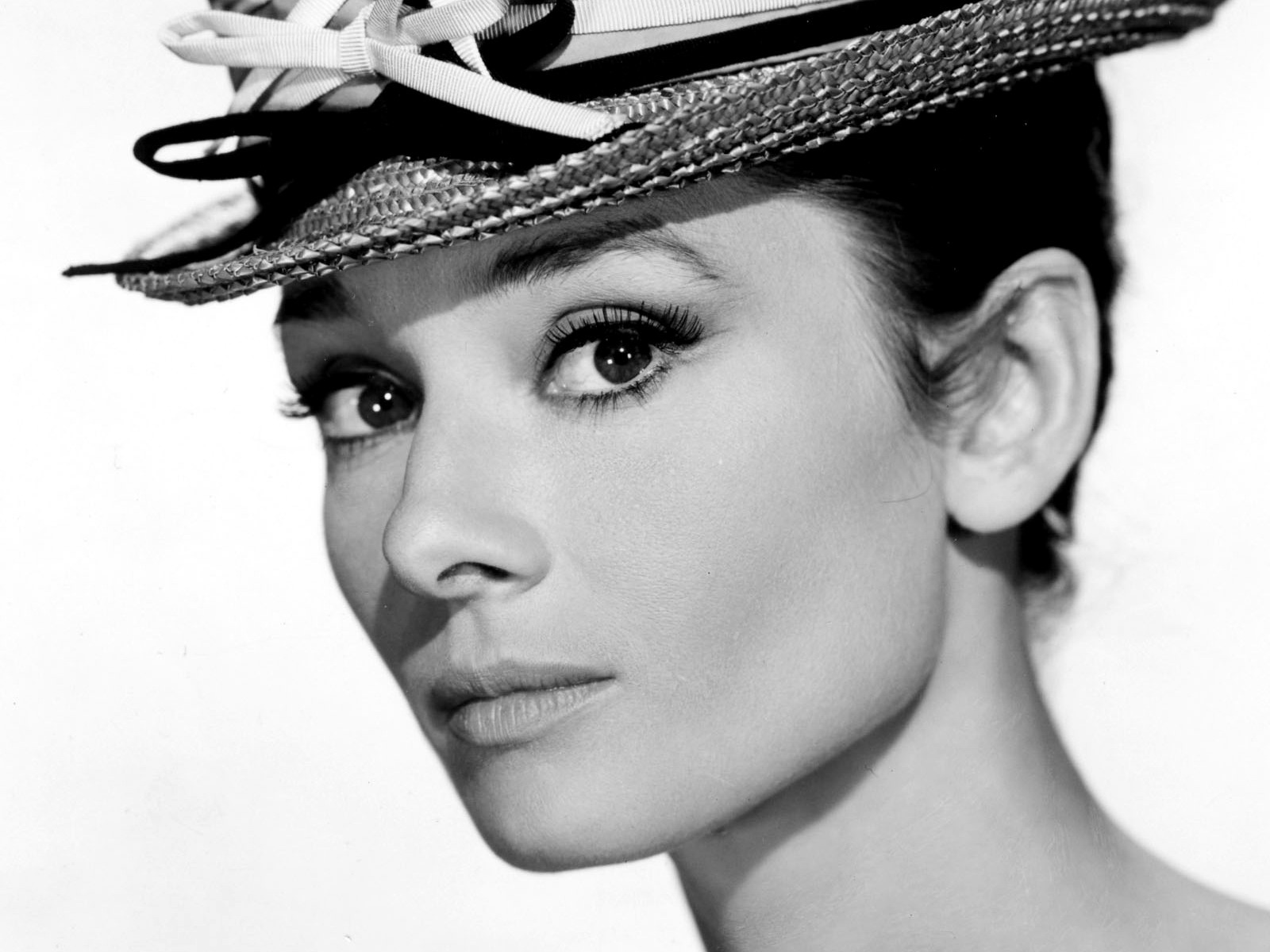 audrey hepburn Find and save ideas about audrey hepburn style on pinterest | see more ideas about audrey hepburn fashion, audrey hepburn style hair and audrey hepburn.