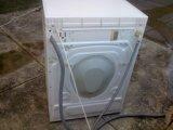 Jovem e bonita - A fotos não enganam - Maquina lavar roupa - Vendo