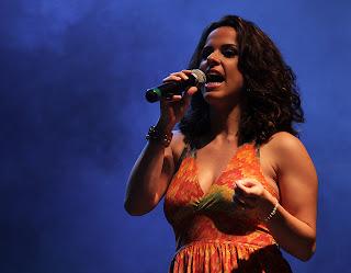A teresopolitana Taynah Tenaz canta na Feira do Produtor Rural