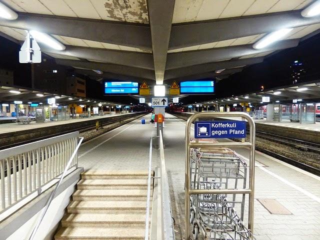 駅構内の画像