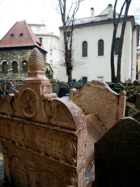 Tumba del Rabino Loew en el cementerio judio de Praga