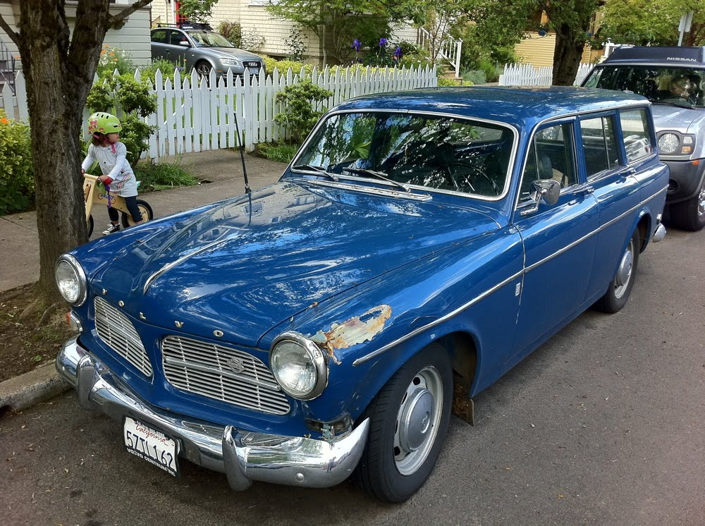 OLD PARKED CARS.: 1965 Volvo Amazon 122S Wagon.