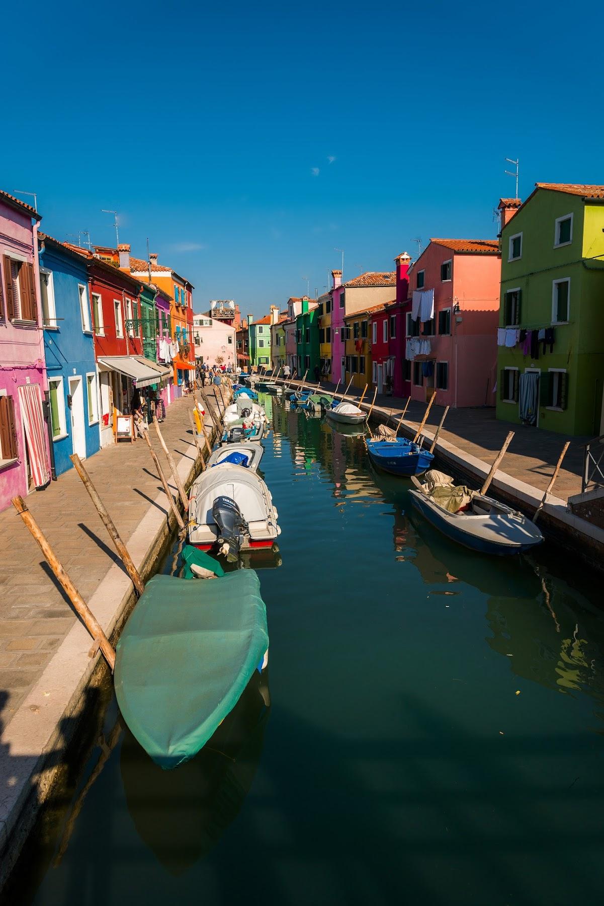 Остров Бурано в Италии
