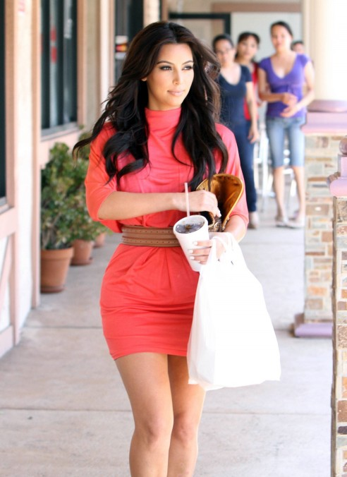 hot hollywood kim kardashian summer fashion