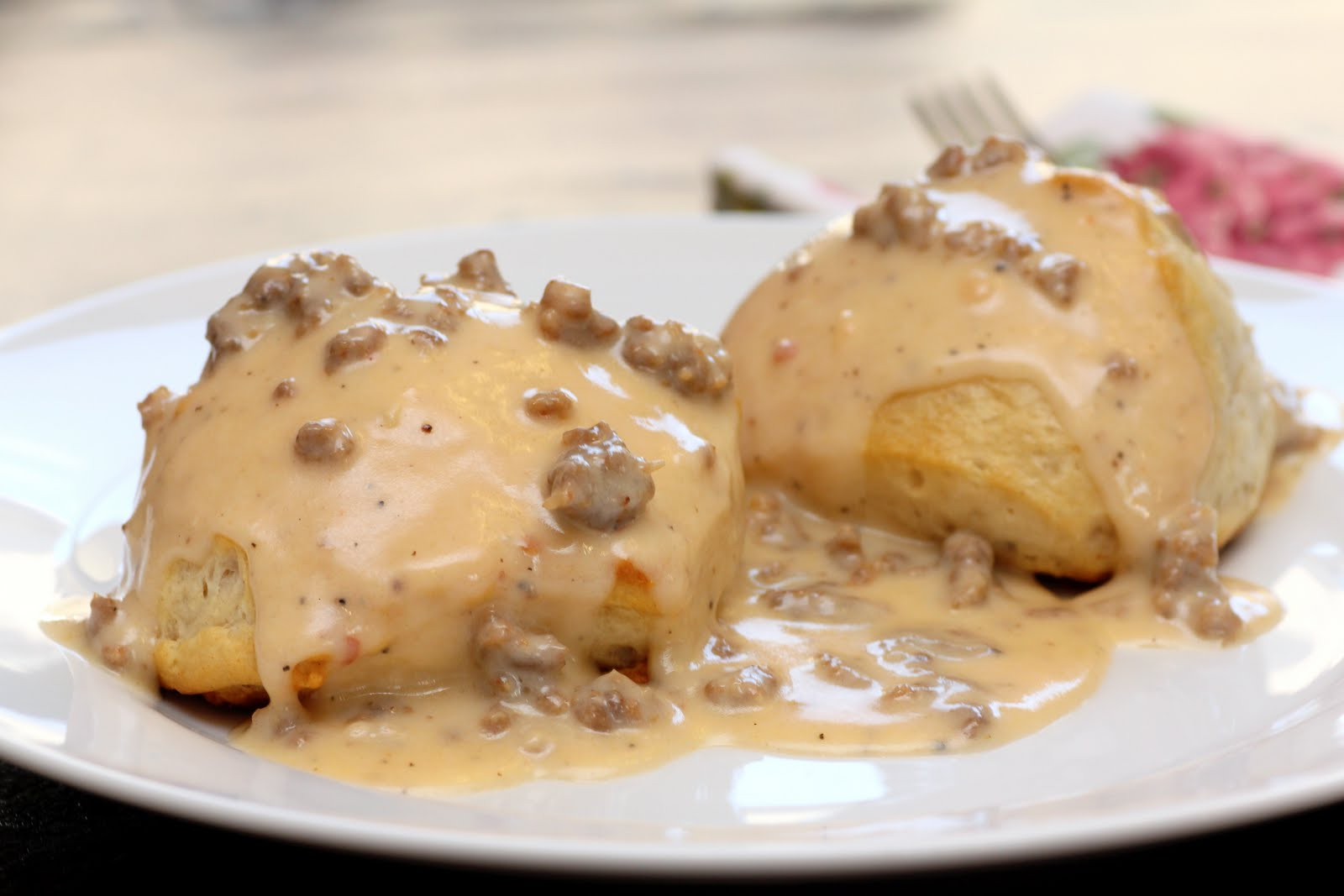 Recipe Snobs: Biscuits and Sausage Gravy
