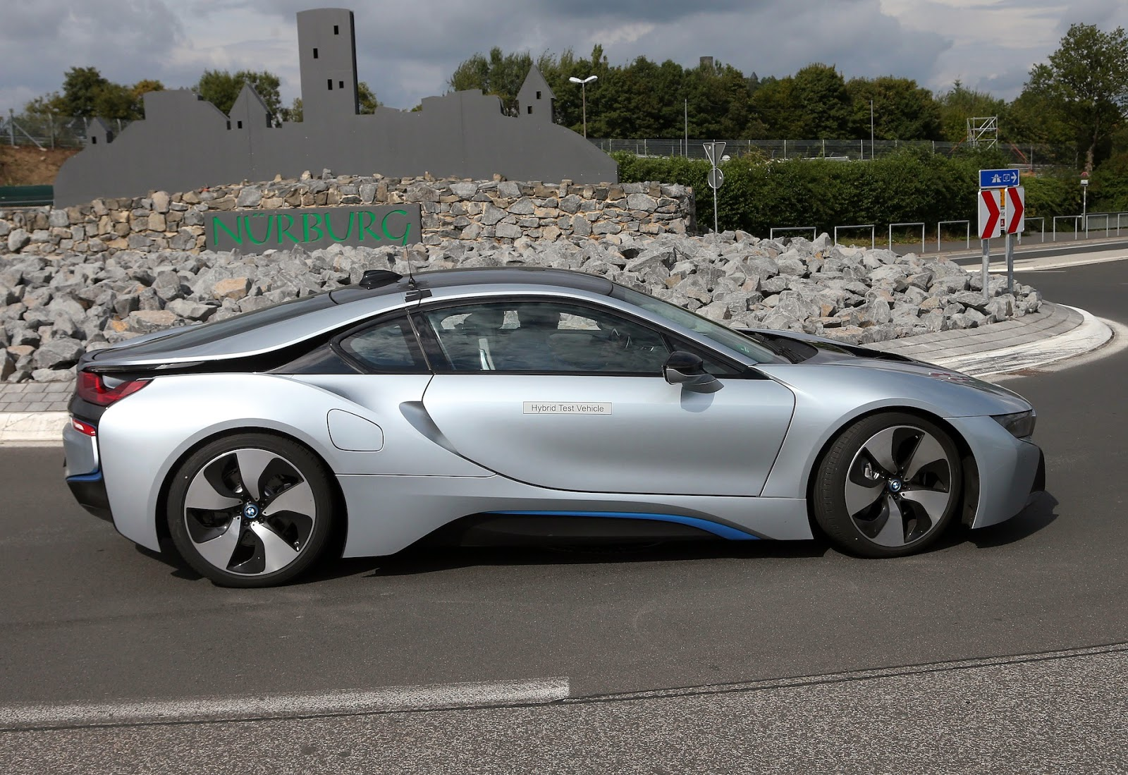 town country bmw mini markham blog iconic silver bmw i8 spotted. Black Bedroom Furniture Sets. Home Design Ideas