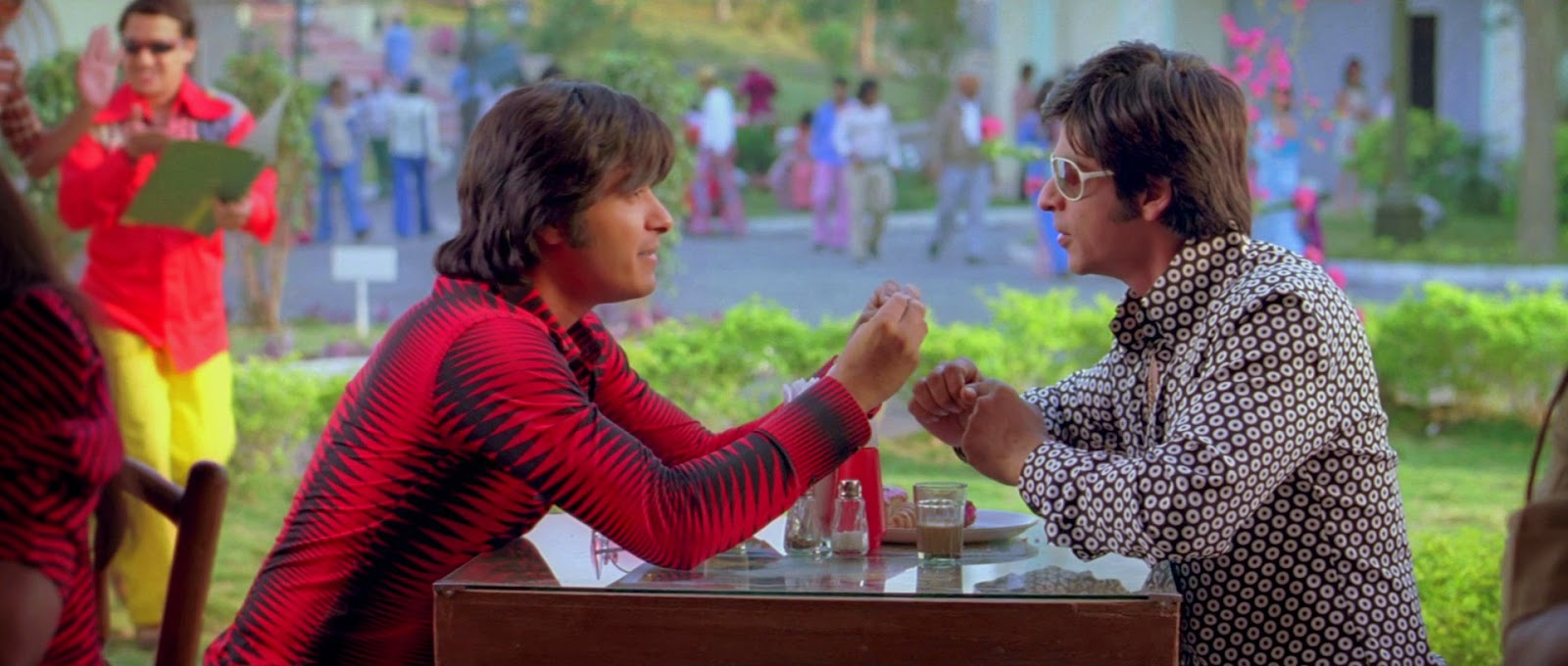 Om Shanti Om (2007) S2 s Om Shanti Om (2007)