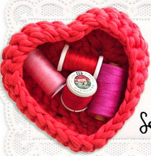http://translate.googleusercontent.com/translate_c?depth=1&hl=es&rurl=translate.google.es&sl=auto&tl=es&u=http://mypoppet.com.au/2014/02/crochet-heart-shaped-storage-baskets.html&usg=ALkJrhhmJc8cISB9E2kBzvEQyknJCD3eJA