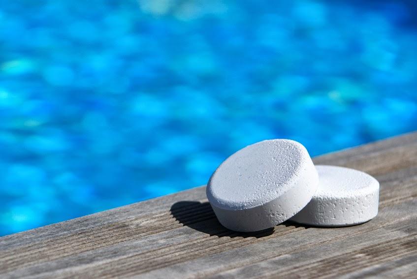 De piscinas el cloro para desinfectar piscinas c mo act a y c anto a adir - Cloro en piscinas ...
