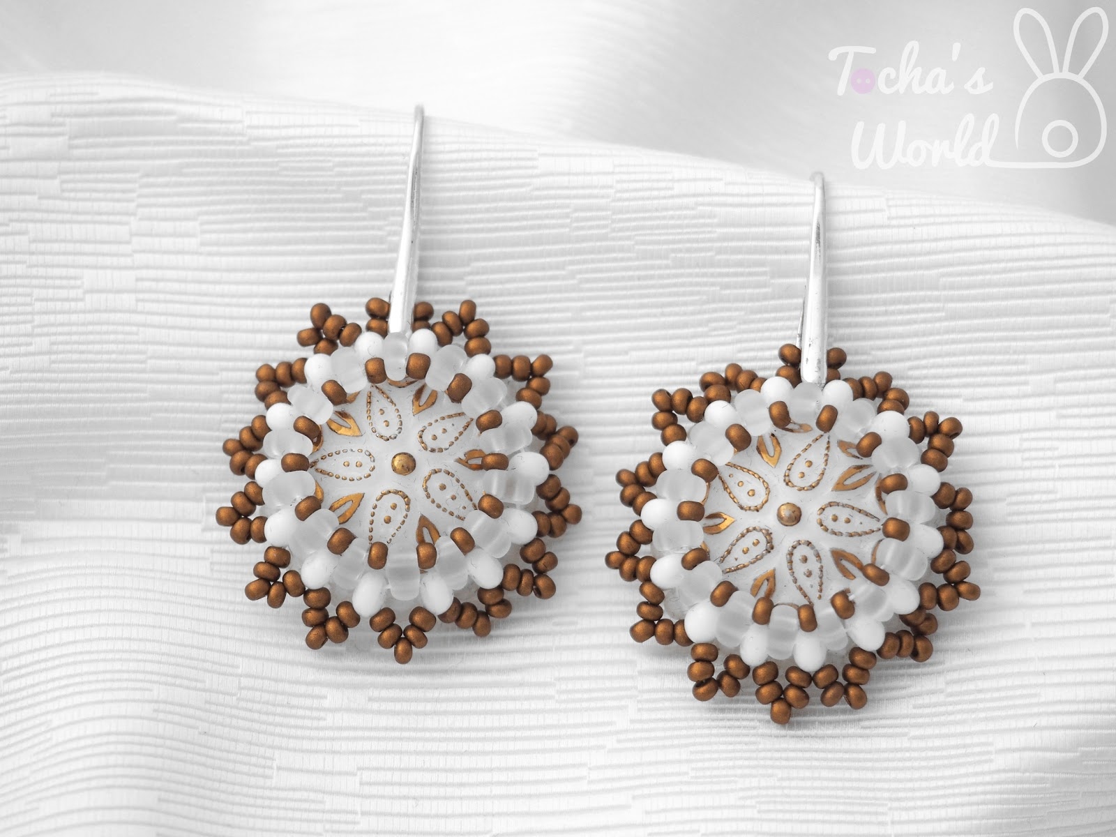 beaded jewellery, button, Chech beads, Czech glass, earrings, gold, necklace, pendant, Preciosa, snowflakes, twin beads, white, winter,