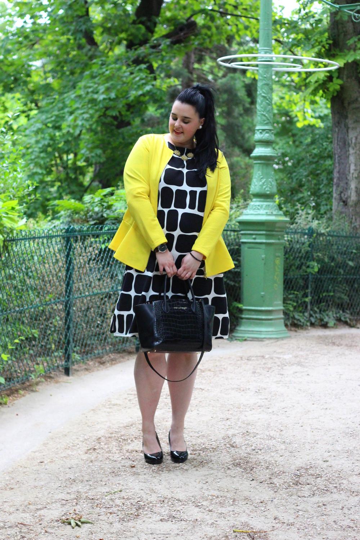Veste jaune robe noire