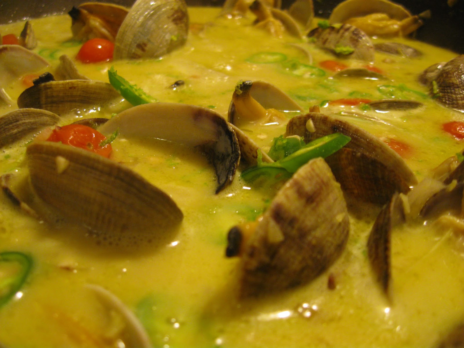 Thai Kitchen Yellow Curry Carpe Cibus Clams In A Coconut Green Curry Broth