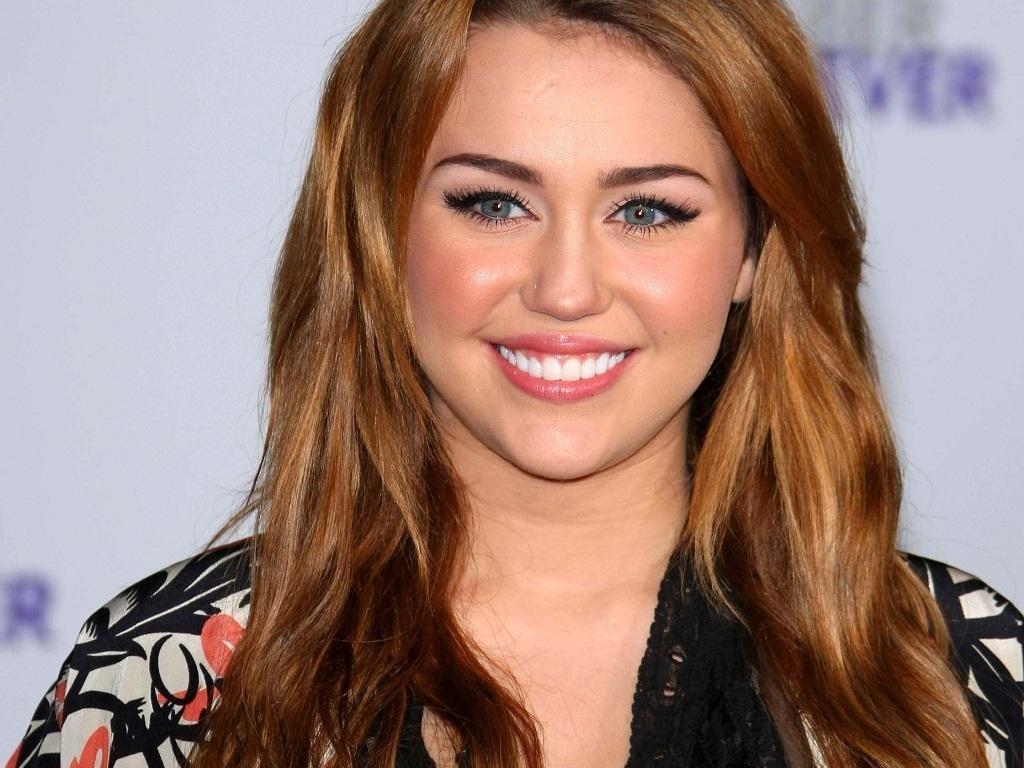http://3.bp.blogspot.com/-WdHyvgFhtyA/UBrGH29tGtI/AAAAAAAAGkU/TGpgeNGo5UU/s1600/Miley+Cyrus+wallpapers-vviphawallpapers+%252862%2529.jpg