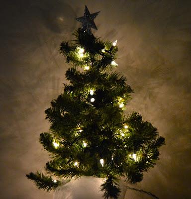 sad little night light tree https://www.etsy.com/shop/JeannieGrayKnits
