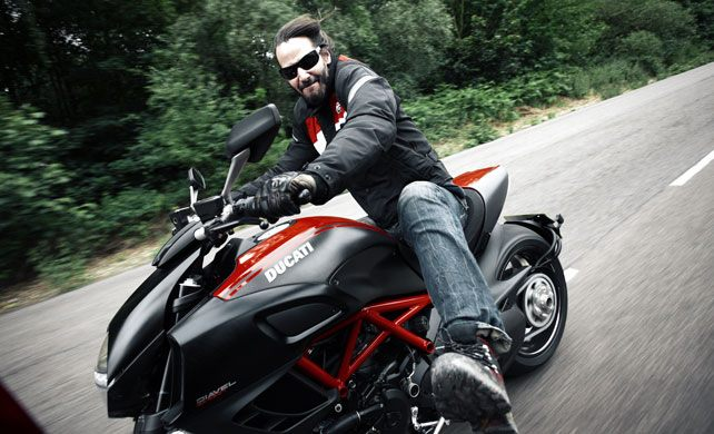 KEANU REEVES AN AWESOME BIKER